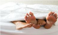2 pr feet off bed 195px
